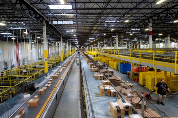 gettyimages 825338956 Prime Location: What Goes on in an Amazon Warehouse